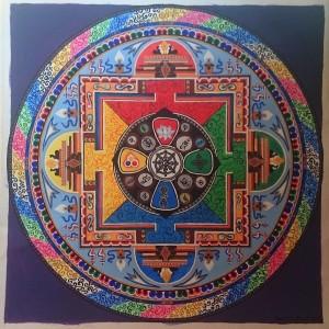 Avalokitéšvara mandala koncipována dle pravidel jejího tradičního provedení. Funguje jako celek, ale skrývá v sobě spoustu konkrétní symboliky. 2015