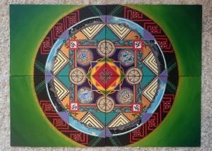 Čtyř-dílná mandala na pevných kanvasových deskách. V centru se nachází nekonečný uzel (šrívatsa), který je mimo jiné provázen dalšími pěti štastnými symboly z celkových osmi.  Mandala vznikala během léta v prostředí ladackého Lehu. #2015