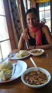 2015 Ladak. Ifka a naše oblíbené lokální jídlo Timok.