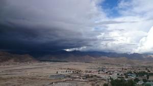 2015 Ladak. Mrak jednoho z ničivých dešťů tohoto léta.