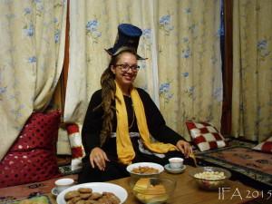 2015 Ladak. V tradičním oděvu na večeři u rodiny naši přítelkyně Nuri.