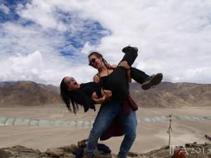 2015 Ladak. Já si tančím, já si létám...S mou drahou Ifu :)