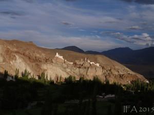 2015 Ladak. Pohled na pevnost v Lehu krátce před západem slunce.