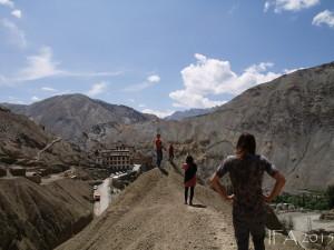 2015 Ladak. Procházka nad vesničku Lamajuru v západním Ladaku.