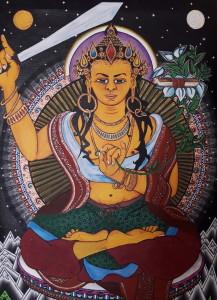 Mandžušrí, buddhistický bódhisattva moudrosti. Sedí v lotosovém sedu (padmasána),  v pravé ruce tasí meč (khadga), symbolizující jeho schopnost pronikat skrze závoj nevědomosti a klamu. Levičkou svírá stonek lotosu, na němž leží kniha (pustaka),  konkrétně text sútry dokonalé moudrosti (Pradžňapáramitásútra). Ta symbolizuje schopnost pojmout všechna učení. 2016