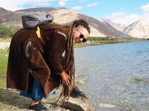 2018 Jezero Pangong ve východním Ladaku těsbě sousedí s hranicemi Tibetu.