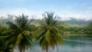 2017 Sumatra, jezero Toba. Kouzelné místo, které vzniklo výbuchem enormní sopky. Právem drží titulnejvětším vulkanickým jezerem světa.